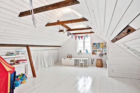 Dormitorio infantil en madera blanca
