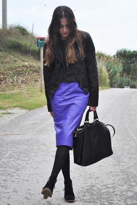 falda cuero lila