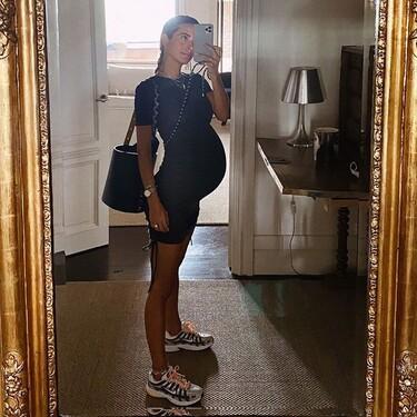 Si estás embarazada y no sabes qué ponerte el street style te lo pone fácil: estos 17 looks son perfectos para el entretiempo