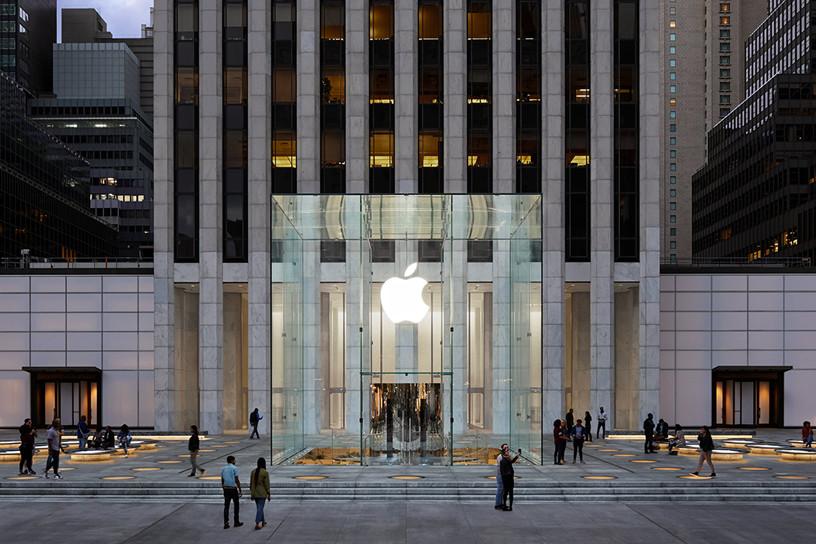 El icónico cubo de cristal de la Apple Store de Nueva York ya está de regreso