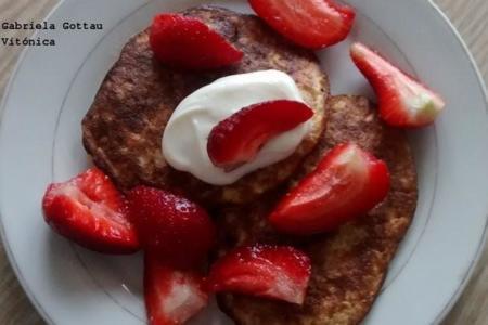 Tortitas de avena y plátano para el desayuno. Receta saludable