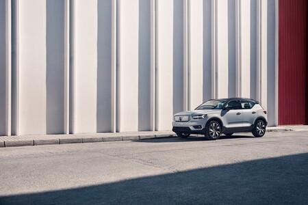 Volvo XC40 Recharge Eléctrico Puro en la calle