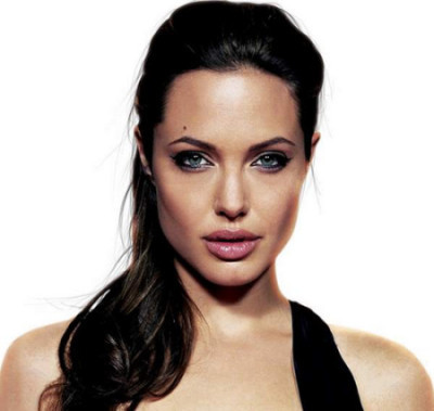 Angelina Jolie juega para adelgazar