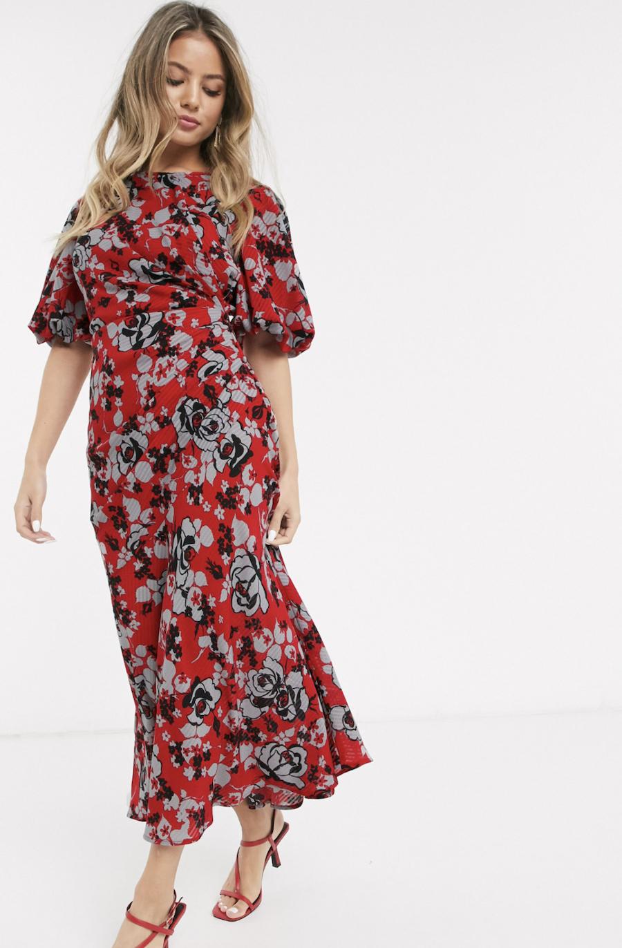 Vestido largo con diseño fruncido y manga abullonada con estampado de flores de ASOS DESIGN