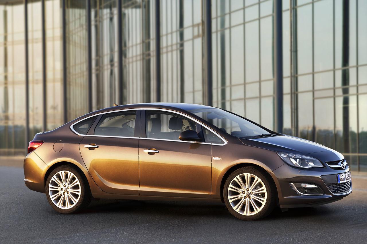 Foto de Opel Astra 2012 (15/28)