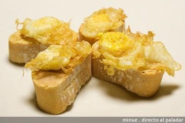 Montadito de foie y huevo de codorniz. Receta