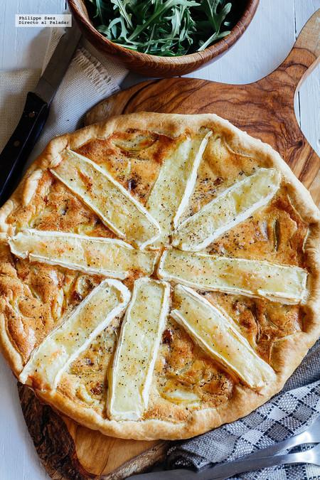 Tarta de cebolla caramelizada y queso Camembert