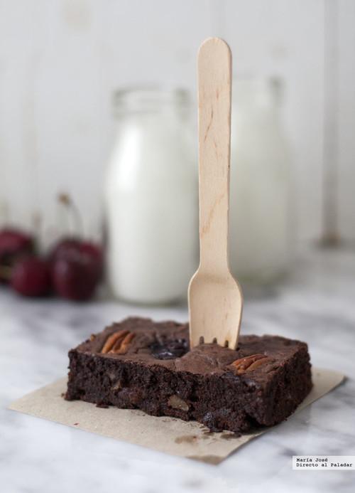Brownie de cerezas y nueces pacanas. Receta para golosos con y sin Thermomix