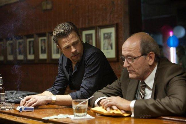 Brad Pitt y Richard Jenkins en 'Mátalos suavemente'