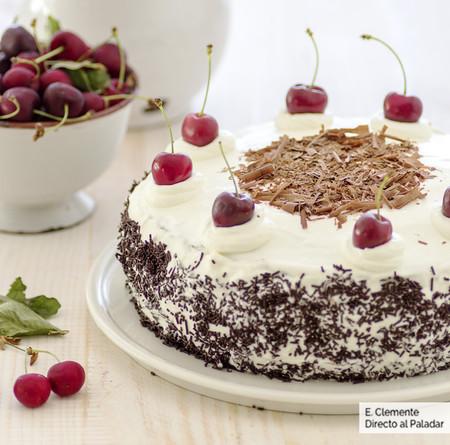 tarta Selva Negra con cerezas confitadas