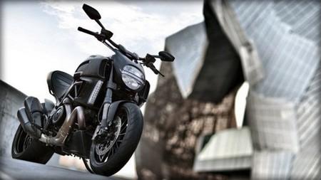 Ducati nos presenta su lado más oscuro con su nueva Diavel Dark