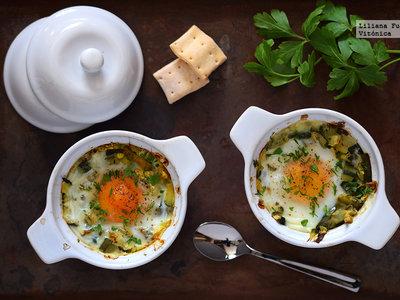 Huevos al horno con calabacín, receta saludable
