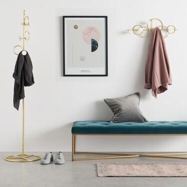 Los percheros más bonitos para desahogar y ordenar el recibidor o el dormitorio están en La Redoute, Made, Kave Home y Amazon