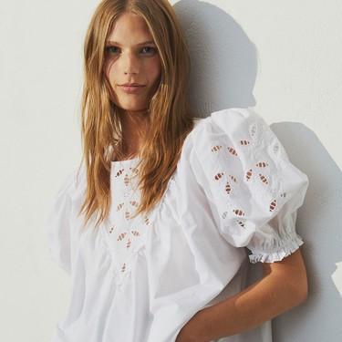 Una blusa blanca puede salvar tu estilismo: 15 modelos para añadir, de manera inmediata, a nuestro armario