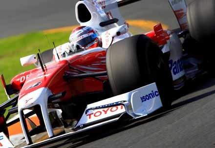 Jarno Trulli es descalificado y Hamilton sube al podio