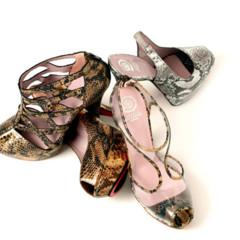 Foto 12 de 15 de la galería coleccion-sandalias-primavera-verano-2011-de-jaime-mascaro-viva-el-color en Trendencias