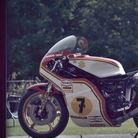 Ver cómo renace la Suzuki RG500 de 1976 de Barry Sheene es lo más emotivo que vas a ver hoy