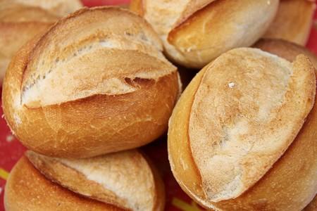 Derribando mitos: Qué tan cierto es que hay que comer un pan, tras un susto. Una experta lo explica