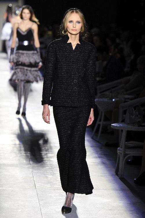 Foto de Chanel Alta Costura Otoño-Invierno 2012/2013: rosa, gris, brillos y nuevo vintage (29/61)