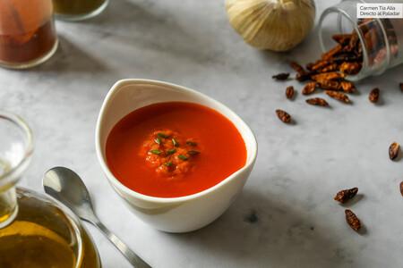 Mojo rojo: qué es, cómo se hace esta salsa canaria y en qué recetas la podemos usar