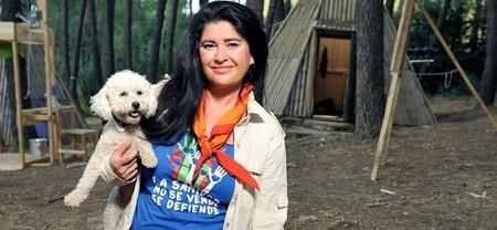 Lucía Etxebarria en 'Campamento de verano', como pulpo en un garaje