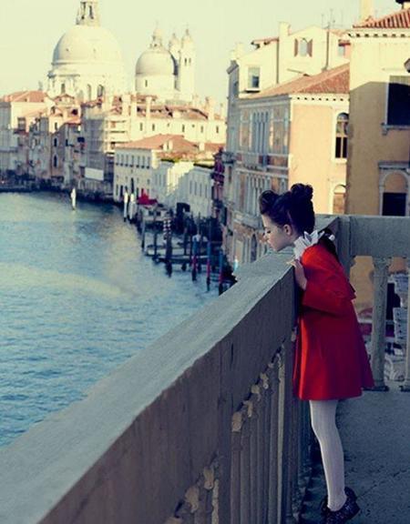Baby Dior nos transporta a Venecia en su próxima colección