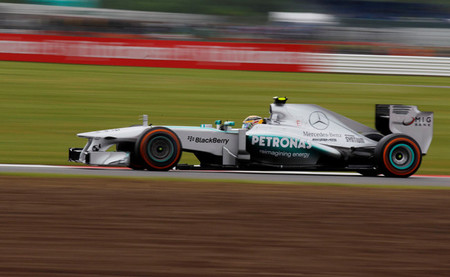 Lewis Hamilton es profeta en su tierra y marca una pole position estratosférica