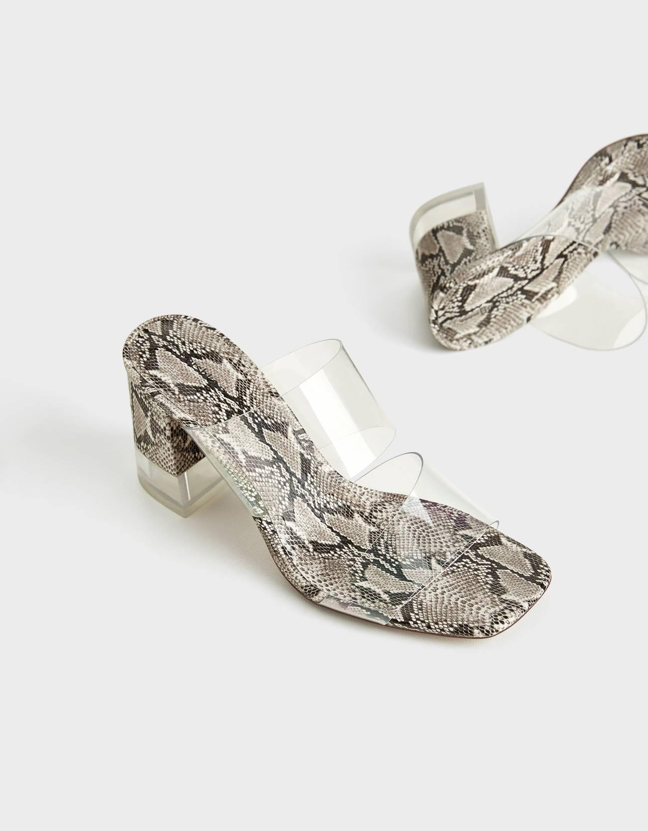 Sandalias de vinilo con estampado animal y tacón transparente