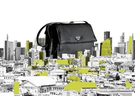 Prada celebra la Semana del Diseño de Milán reinventando los bolsos de nylon negro