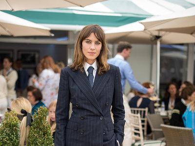 Cómo llevar un traje tan masculino y lucir muy femenina, por Alexa Chung