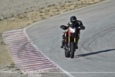 La Ducati Hypermotard SP nos pone la piel de gallina en el circuito de Castellolí