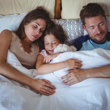 ¿Tu hijo ya es mayor y ocasionalmente sigue yendo a tu cama por las noches? No hay de qué preocuparse