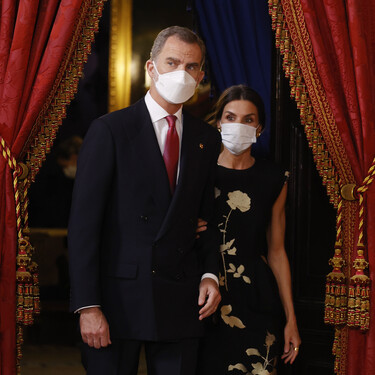 Doña Letizia luce en la primera Cena de Gala de pandemia el vestido de fiesta que le copió Melania Trump