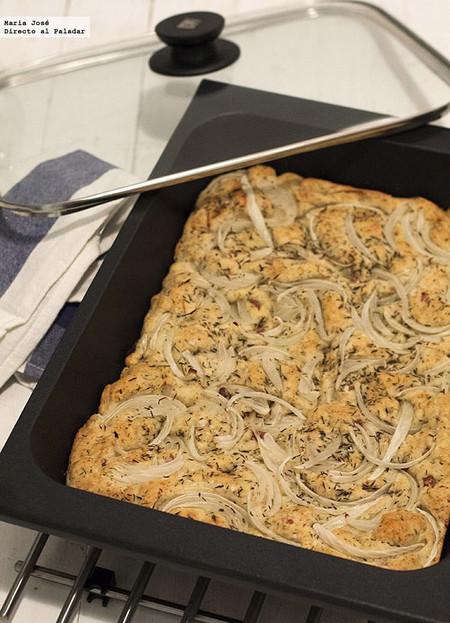 Focaccia de jamón y queso con cebolla, receta con Thermomix para una cena informal