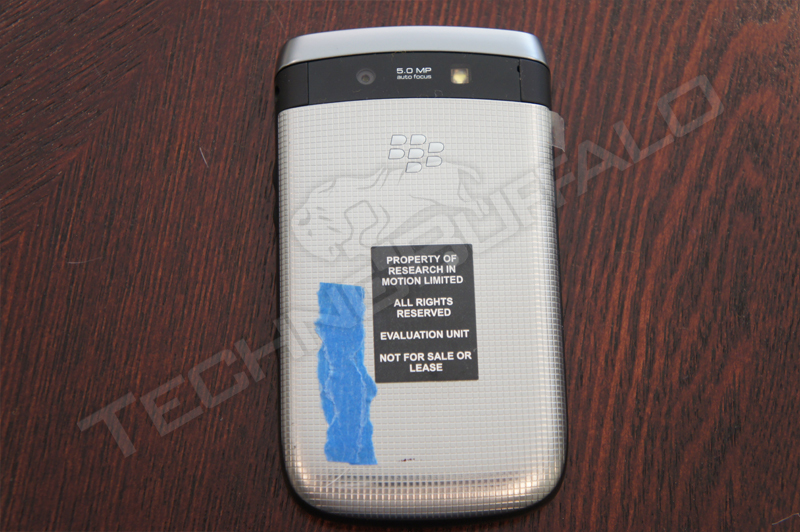 Foto de BlackBerry Torch 2 9810, más imágenes del nuevo híbrido de RIM (5/22)