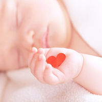 El mejor regalo de Navidad: recibe un nuevo corazón y se convierte en el bebé trasplantado más pequeño de la Unión Europea
