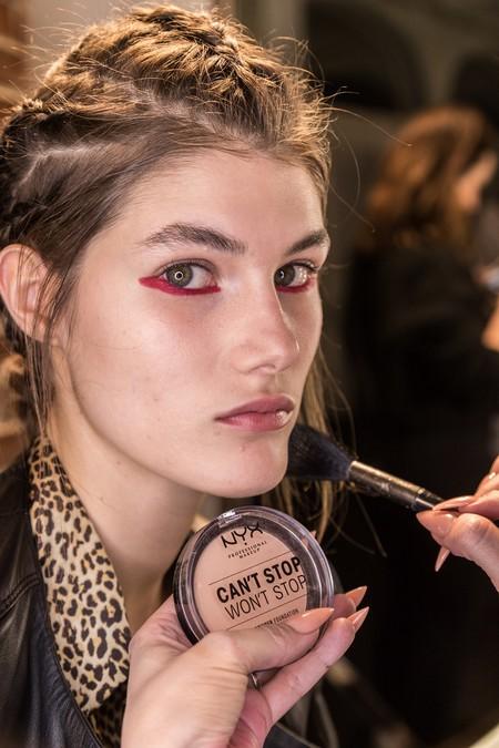 maquillaje eyeliner rojo tutorial