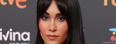 Las sombras de ojos más potentes marcan el maquillaje de Aitana en la alfombra roja de los Goya 2021