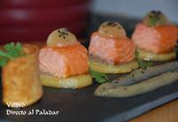 Patata confitada con salmón y compota de manzana
