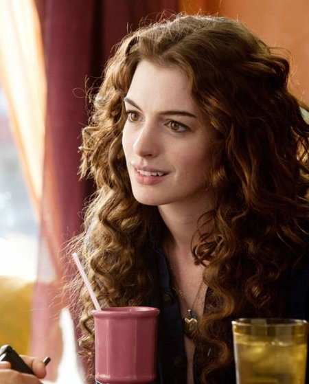 Hoy la cosa va de matrimoniadas...también suenan campanas de boda para Anne Hathaway