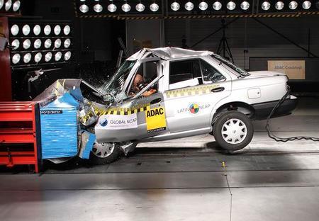 LatinNCAP presenta resultados de la Fase IV de pruebas de impacto (Nissan Tsuru incluido)