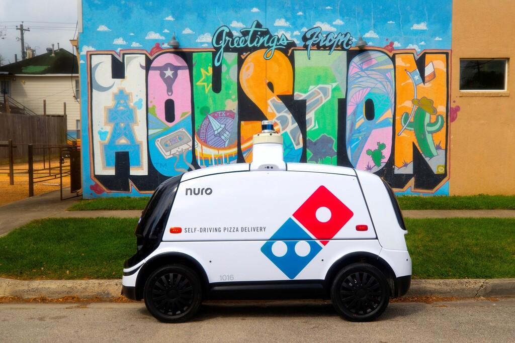 Este es R2, el coche autónomo de Nuro y Domino's Pizza que ya reparte pizzas a domicilio en Houston