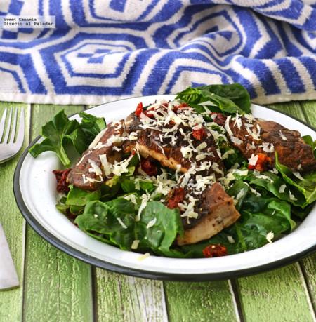Ensalada de espinacas con hongos portobello al grill. Receta