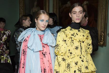 Erdem celebra la diversidad vistiendo a dos hombres con su colección de mujer Primavera Verano 2019 (sí, cómo hace siempre Palomo Spain)