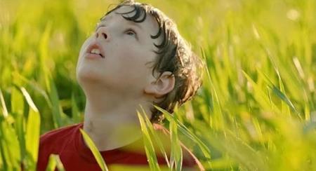 El pequeño Jacob resucita bañado en luz.