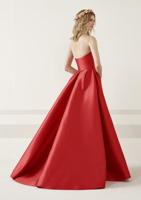 40d15ba82 Los 51 vestidos de fiesta de Pronovias colección 2019 con los que ser una  invitada de alfombra roja