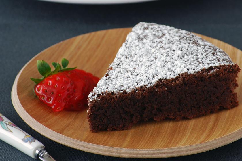 Pastel Jugoso De Chocolate Avellana Y Almendra Receta De Postre Fácil Y Sencilla