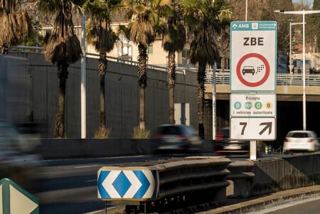 Barcelona se plantea vetar la entrada de coches con etiqueta B a la Zona de Bajas Emisiones