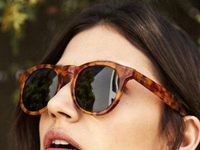 Úrsula Corberó está que lo tira, ahora nos propone gafas de sol