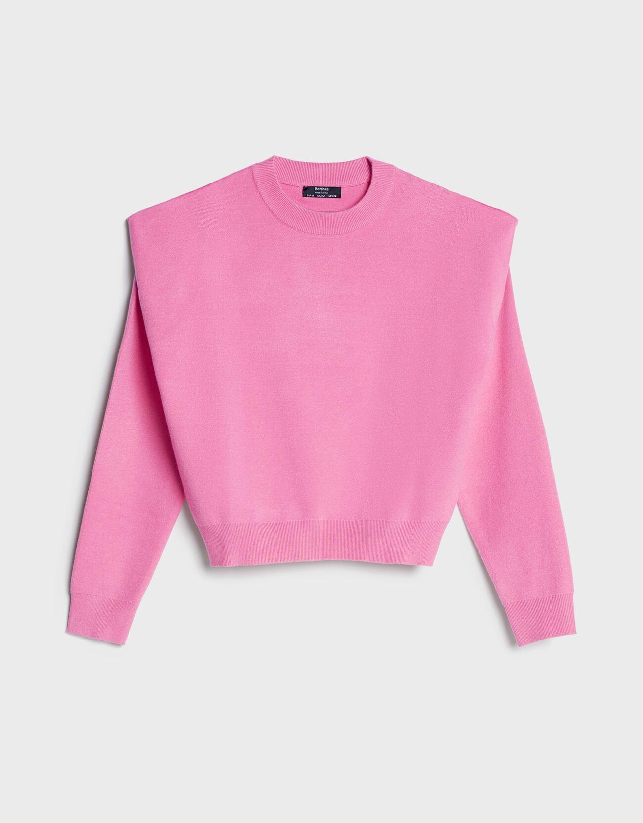 Jersey fino con hombros marcados de color rosa.